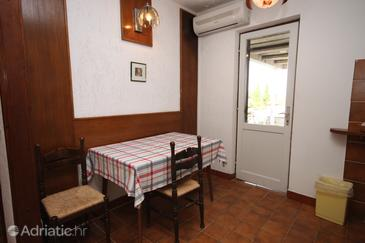 Novalja, Comedor in the apartment, air condition available, (pet friendly) y WiFi.