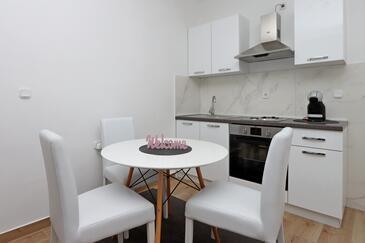 Pag, Jedáleň v ubytovacej jednotke apartment, dostupna klima i WIFI.