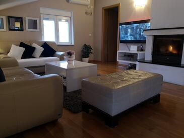 Pag, Living room in the apartment, air condition available and WiFi.