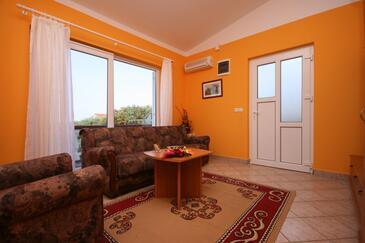 Mandre, Obývacia izba v ubytovacej jednotke apartment, dostupna klima.