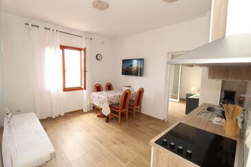 Mandre, Dining room in the apartment, air condition available, (pet friendly) and WiFi.