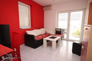 Novalja, Sala de estar in the apartment, air condition available y WiFi.