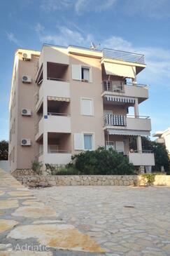 Novalja, Pag, Propiedad 6420 - Apartamentos with pebble beach.
