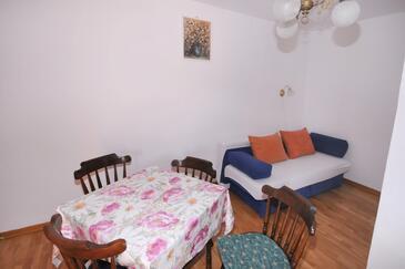 Metajna, Dining room in the apartment, dostupna klima.
