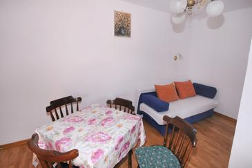 Metajna, Dining room in the apartment, air condition available and WiFi.