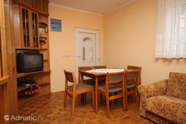 Novalja, Dining room in the apartment, dostupna klima.
