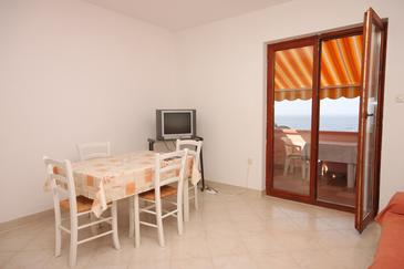 Jakišnica, Jedáleň v ubytovacej jednotke apartment, dostupna klima i WIFI.