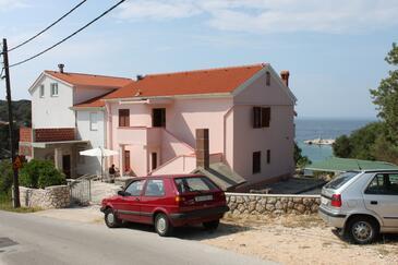 Jakišnica, Pag, Objekt 6424 - Apartmaji v bližini morja s prodnato plažo.