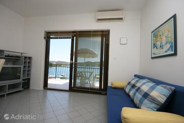 Pirovac, Living room in the apartment, dostupna klima, dopusteni kucni ljubimci i WIFI.