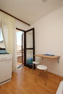 Starigrad, Dining room in the studio-apartment, (pet friendly) and WiFi.