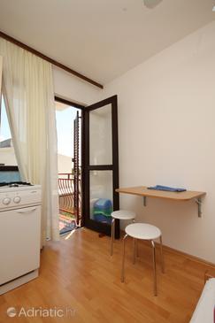 Starigrad, Jídelna v ubytování typu studio-apartment, domácí mazlíčci povoleni a WiFi.
