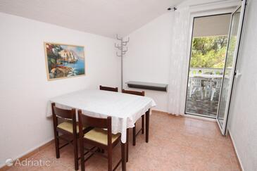 Povljana, Dining room in the apartment, dopusteni kucni ljubimci.