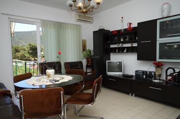 Grebaštica, Wohnzimmer in folgender Unterkunftsart apartment, Klimaanlage vorhanden und WiFi.
