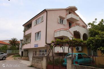 Rogoznica, Rogoznica, Property 6441 - Apartments near sea with pebble beach.