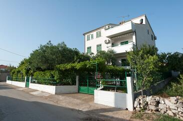 Turanj, Biograd, Propiedad 6445 - Apartamentos near sea with sandy beach.