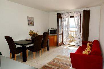 Pirovac, Obývací pokoj v ubytování typu apartment, domácí mazlíčci povoleni a WiFi.