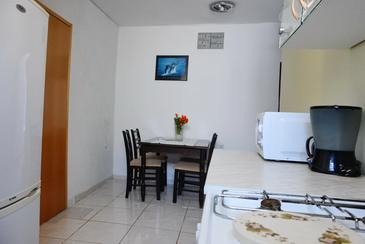 Pirovac, Eetkamer in the apartment, air condition available, (pet friendly) en WiFi.