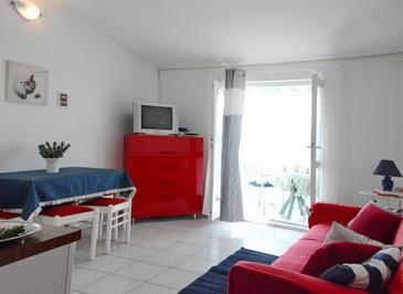 Pirovac, Sala de estar in the apartment, (pet friendly) y WiFi.
