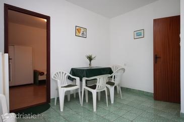 Novalja, Dining room in the apartment.