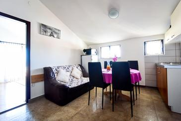 Zadar - Diklo, Dining room in the apartment, air condition available and WiFi.