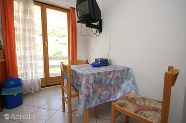 Bošana, Eetkamer in the apartment, air condition available, (pet friendly) en WiFi.