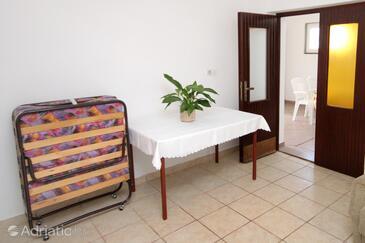 Metajna, Eetkamer in the apartment, (pet friendly) en WiFi.