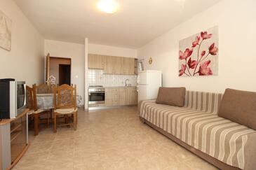 Kustići, Living room in the apartment, dostupna klima i WIFI.