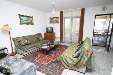 Povljana, Obývací pokoj v ubytování typu apartment, s klimatizací, domácí mazlíčci povoleni a WiFi.