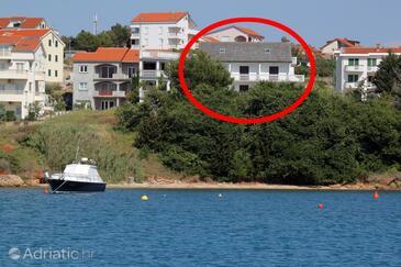 Povljana, Pag, Объект 6476 - Апартаменты и комнаты вблизи моря с песчаным пляжем.