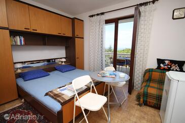 Povljana, Bedroom in the room, air condition available, (pet friendly) and WiFi.