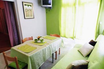 Orebić, Dining room in the studio-apartment, dopusteni kucni ljubimci i WIFI.