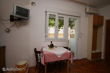 Novalja, Столовая в размещении типа studio-apartment, доступный кондиционер, Домашние животные допускаются и WiFi.