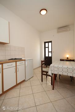 Metajna, Eetkamer in the apartment, air condition available en WiFi.