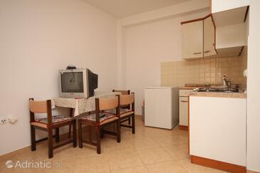 Metajna, Jídelna v ubytování typu studio-apartment, WiFi.