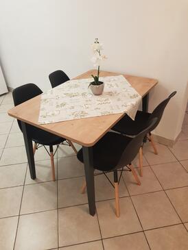 Novalja, Jídelna v ubytování typu apartment, domácí mazlíčci povoleni a WiFi.