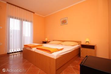 Mandre, Bedroom in the room.