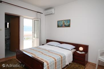 Metajna, Bedroom in the room, air condition available and WiFi.