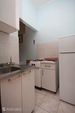 Metajna, Kuchyně v ubytování typu studio-apartment, domácí mazlíčci povoleni a WiFi.