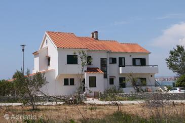 Povljana, Pag, Объект 6502 - Апартаменты вблизи моря с песчаным пляжем.