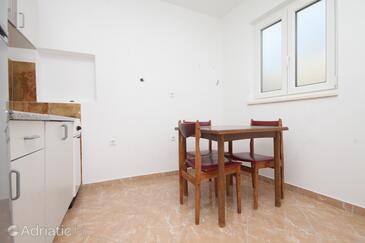 Metajna, Dining room in the studio-apartment, dopusteni kucni ljubimci.