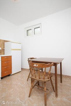 Metajna, Dining room in the studio-apartment, dopusteni kucni ljubimci.