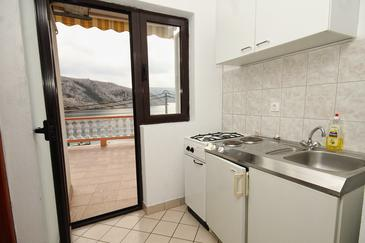 Metajna, Kitchen in the studio-apartment, dostupna klima.