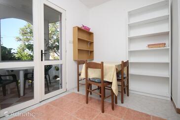 Vidalići, Столовая в размещении типа studio-apartment, Домашние животные допускаются и WiFi.