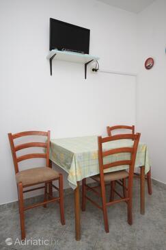 Metajna, Dining room in the apartment, dopusteni kucni ljubimci.