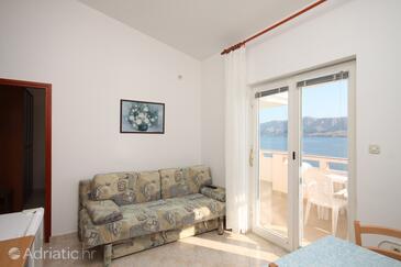 Metajna, Dining room in the apartment, dostupna klima i dopusteni kucni ljubimci.