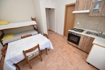 Metajna, Jídelna v ubytování typu apartment, s klimatizací.