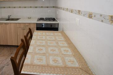 Metajna, Столовая в размещении типа apartment.
