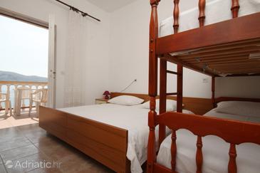 Metajna, Bedroom 1 in the room, dostupna klima.