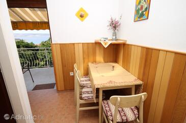 Starigrad, Dining room in the apartment, (pet friendly) and WiFi.