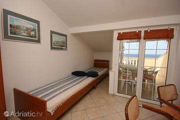 Mandre, Living room in the apartment, air condition available, (pet friendly) and WiFi.